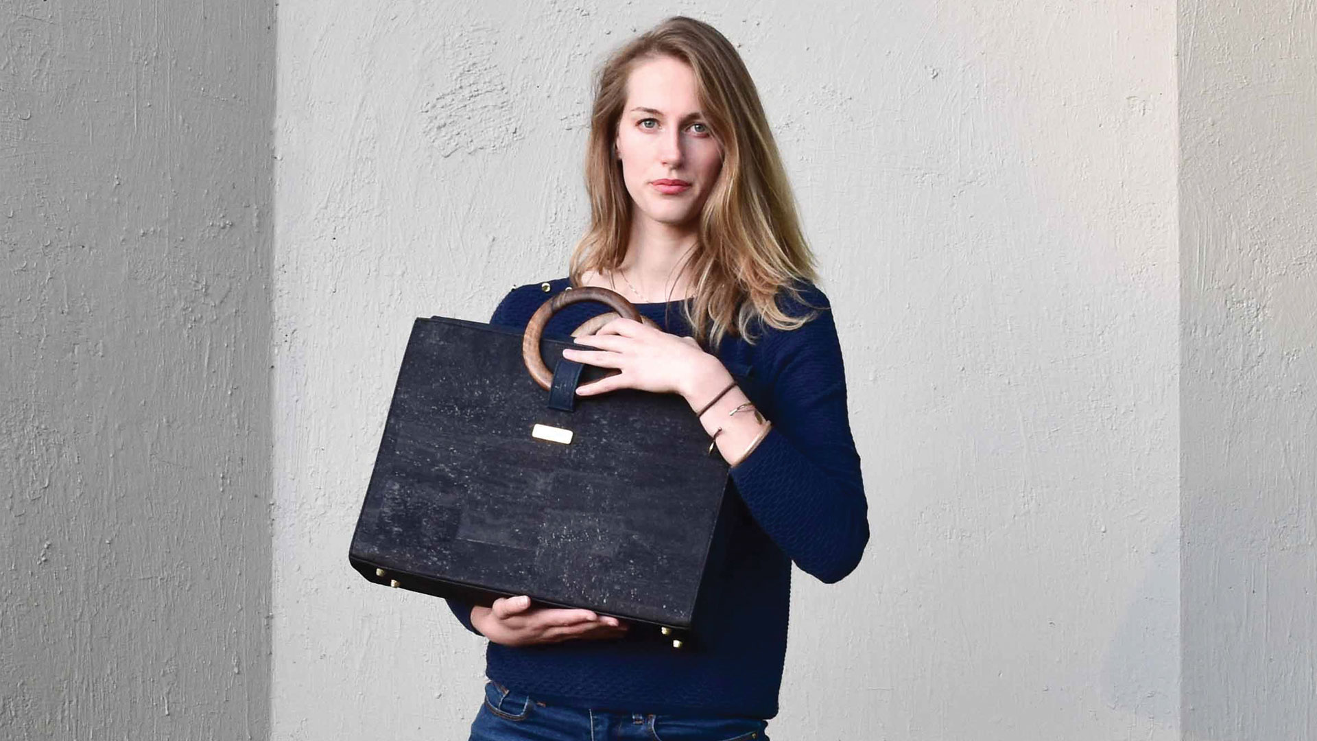 New Bossy Business Bag Black Larine with model